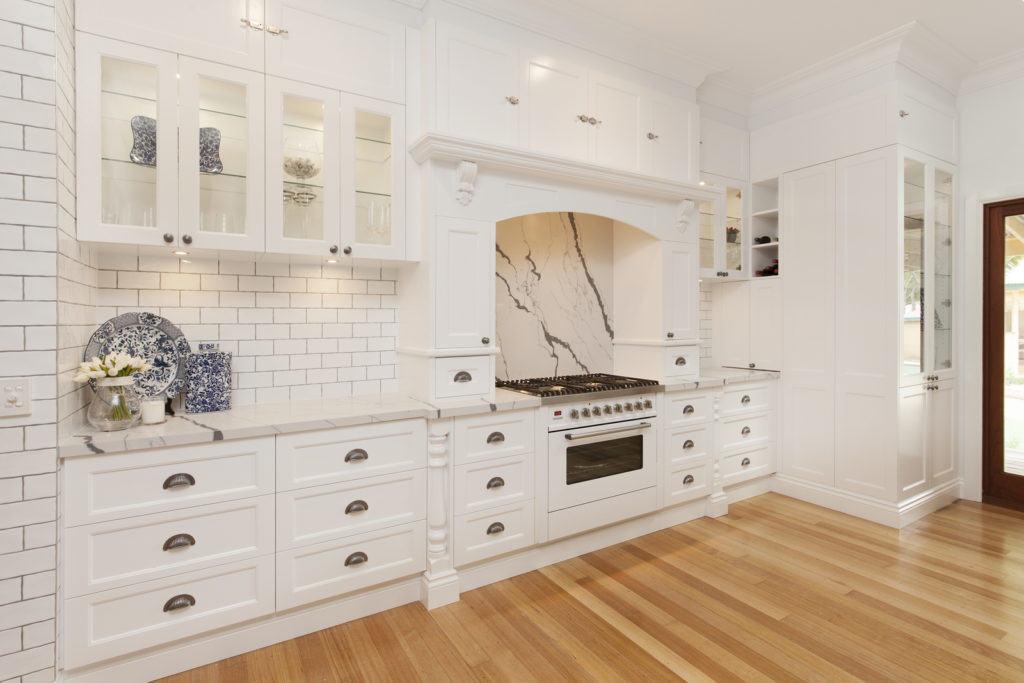 hamptons style kitchen ilve, villeroy and boch, delonghi, broadware