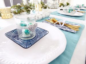 Christmas Day table setting decorations colour scheme