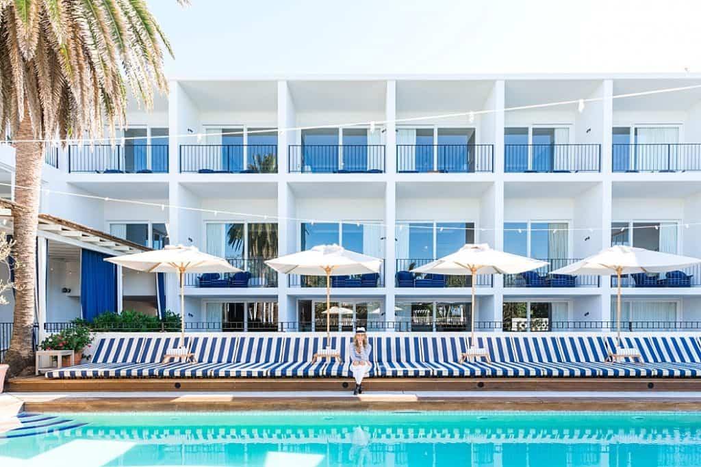 halycon house pool lounges on byron bay getaway